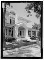Perspective view of the front entrance - Villa Las Palmas, 315 Alachua Avenue, Fernandina Beach, Nassau County, FL HABS FLA,45-FERB,9-4.tif
