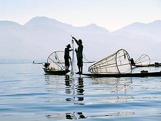 Pescatori con nasse e reti.jpg