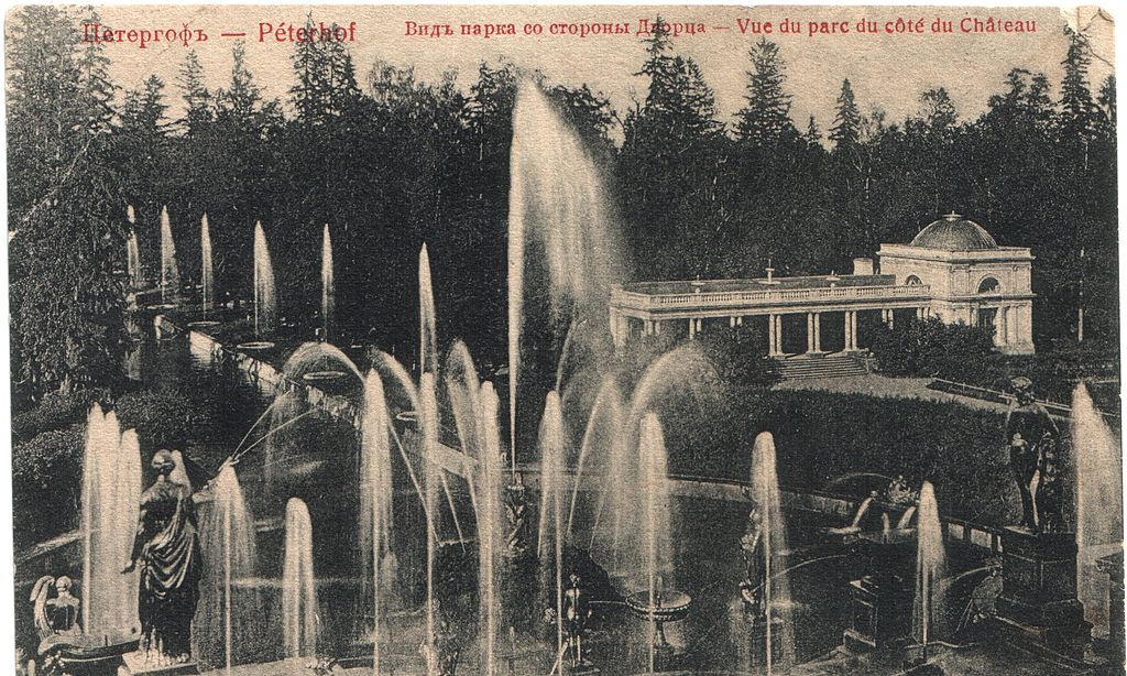 https://upload.wikimedia.org/wikipedia/commons/thumb/0/02/Peterhof_Fountains_1907.jpg/1024px-Peterhof_Fountains_1907.jpg