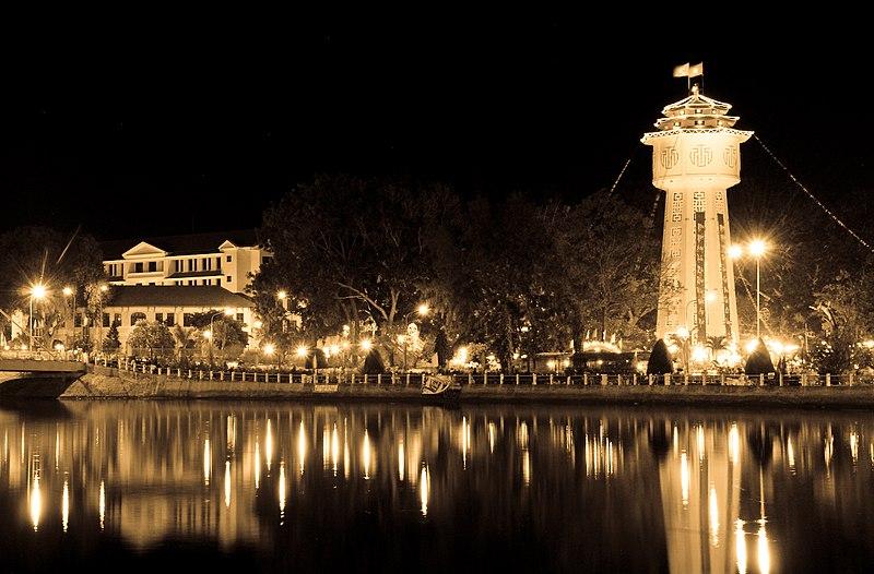 800px-Phan_Thiet_river_by_night.jpg