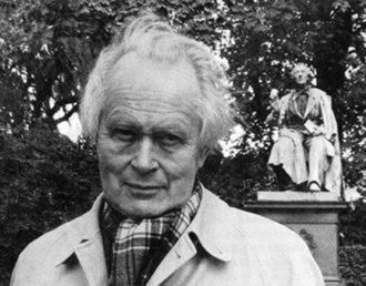Piet Hein (scientist) - Piet Hein (Kumbel) in front of the H.C. Andersen statue in Kongens Have, Copenhagen