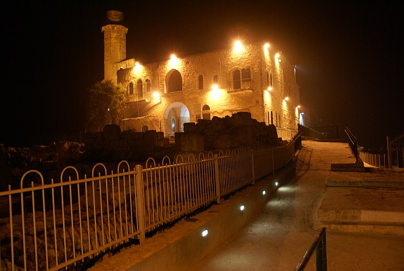 קבר שמואל הנביא בלילה