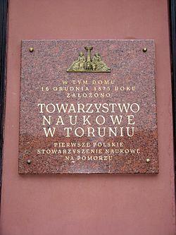 Plaque Science Society on building in Old Town in Toruń.jpg