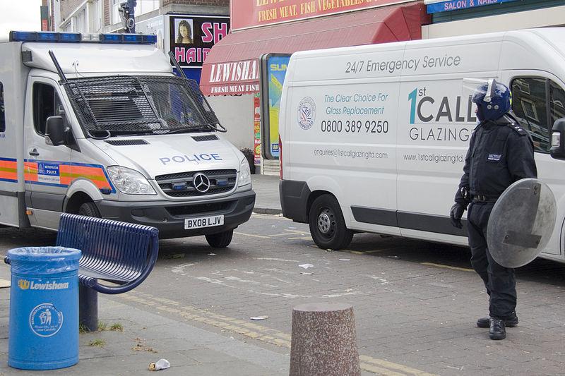 File:Police van in Lewisham during 2011 riots.jpg