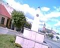 Pomnik Józefa Piłsudskiego na rogu ulic Szkolnej i Wolności w Kosowie Lackim - panoramio.jpg