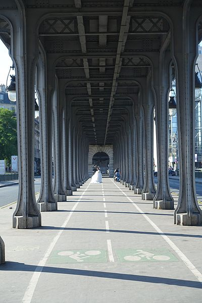 File:Pont de Bir Hakeim @ Paris (28157965866).jpg