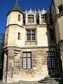Pontoise (95), musée Tavet-Delacour, hôtel de 1477-83, 4 rue Lemercier, détail de la façade.jpg