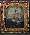 Porträtt av okänd man, sittande, bakgrunden utgörs av kuliss med segelfartyg - Nordiska Museet - NMA.0052742 1.jpg
