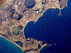 Il golfo di Pozzuoli visto dal satellite.