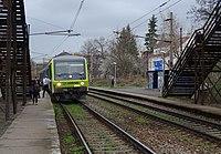 Praha-Strašnice zastávka, vlak Arriva (01).jpg