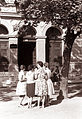 Pričetek pouka - pred 1. gimnazijo 1961 v Mariboru.jpg