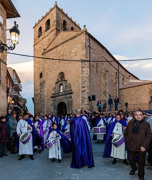 File:Procesión del Santo Entierro del Viernes Santo, Ágreda, Soria, España, 2018-03-29, DD 15.jpg