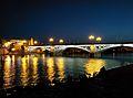 Puente de Triana de noche, Sevilla.jpg