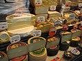 Puesto de quesos mercado, Madrid.jpg