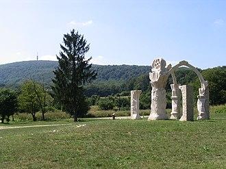 Gerecse Mountains - Image: Pusztamaróti csata emlékműve