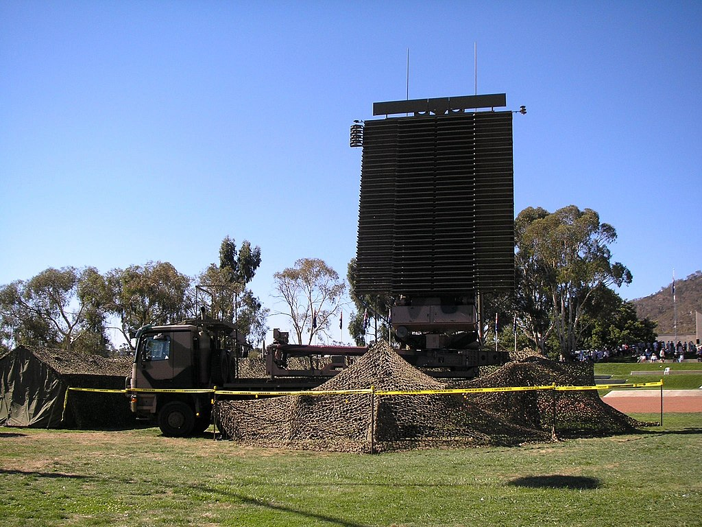 RAAF AN-FPS-117 radar in 2007.jpg
