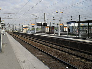 Noisy-le-Sec Station - Tracks and platforms of the station in 2011.
