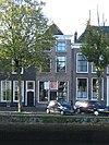 foto van Huis met lijstgevel, gedateerd in kroonlijst