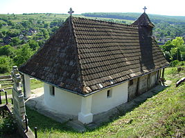 RO MS Dambau wooden church 8.jpg