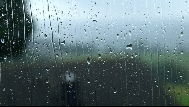 File:Radevormwald - Raindrops on a window 05 (oT) ies.ogv ...