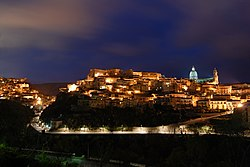 Ragusa Ibla (Notte).jpg
