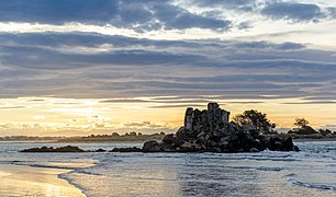Rapanui Rock during sunset, Sumner, Christchurch, New Zealand.jpg