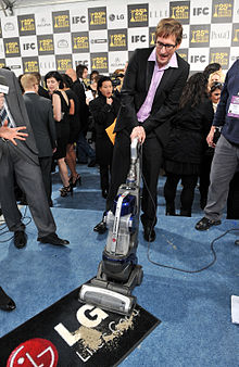 Description de l'image Ray McKinnon with the LG Electronics Kompressor Vacuum on 25th Spirit Awards Blue Carpet held at Nokia Theatre L.A. Live on March 5, 2010 in LA.jpg.