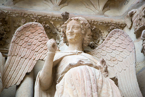 Reims Notre Dame Happy Angel.jpg