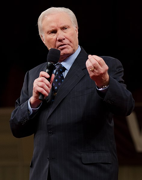 File:Rev. Jimmy Swaggart 01.jpg Description English: Jimmy Swaggart onstage Date4 April 2012, 07:49:38 SourceOwn work AuthorJntracy75