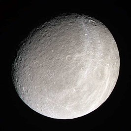 Rhea, gefotografeerd door Cassini 16 januari 2005 (NASA)