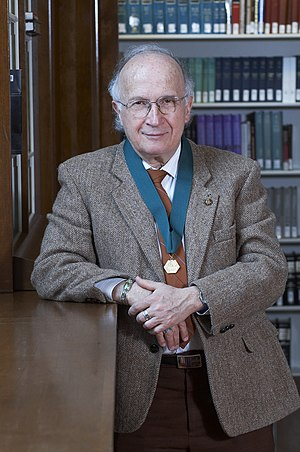Roald Hoffmann -  Roald Hoffmann with the AIC Gold Medal