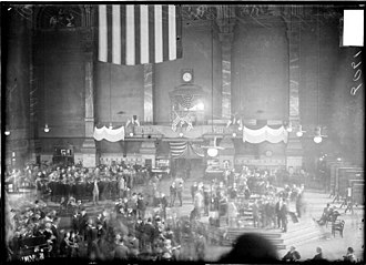 Chicago Board of Trade Building - Large room, with flags and banners for Lincoln's 100th birthday, 1909