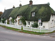 Row of thatched cottages on the High Street - geograph.org.uk - 1566304.jpg