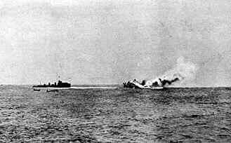 Battle of Heligoland Bight (1914) - Image: SMS Mainz sinking (photo)