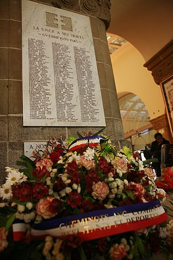 Tribute to SNCF personnel killed during the Second World War in Metz railway station. SNCF a ses mort-Metz mg 9481.jpg