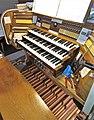 Saarbrücken-Burbach, St. Eligius (Weise-Orgel, Spieltisch) (2).jpg