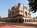 Safdarganj Tomb, Safdarganj in New Delhi 11.jpg