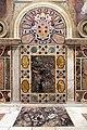 Sala regia, specchiature dietro al trono papale, con stemma medici.jpg