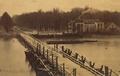 Schipbrug 1876 met hotel-rest. Wapen van Deventer.png