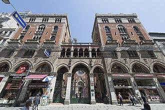 Church of St. Anthony of Padua, Istanbul - Image: Sent Antuan Kilisesi 6734 front of complex
