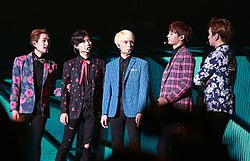 Shinee at the SHINee World Concert III in Taiwan.jpg