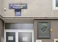 Simmeringer Hauptstraße 116 with plaque to Leopold Kunschak by Mario Petrucci.jpg