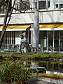 Skulptur, Kniende, 1945, im Garten des Universitätsspital Basel.jpg
