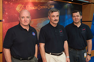 Soyuz TMA-01M - Image: Soyuz TMA 01M crew