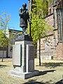 Standbeeld Pieter-Jelles-Troelstra Oldehoofsterkerkhof Leeuwarden Nederland.JPG