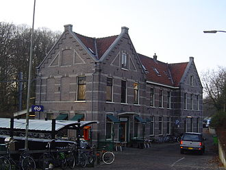 Overveen railway station - Image: Station Overveen 2