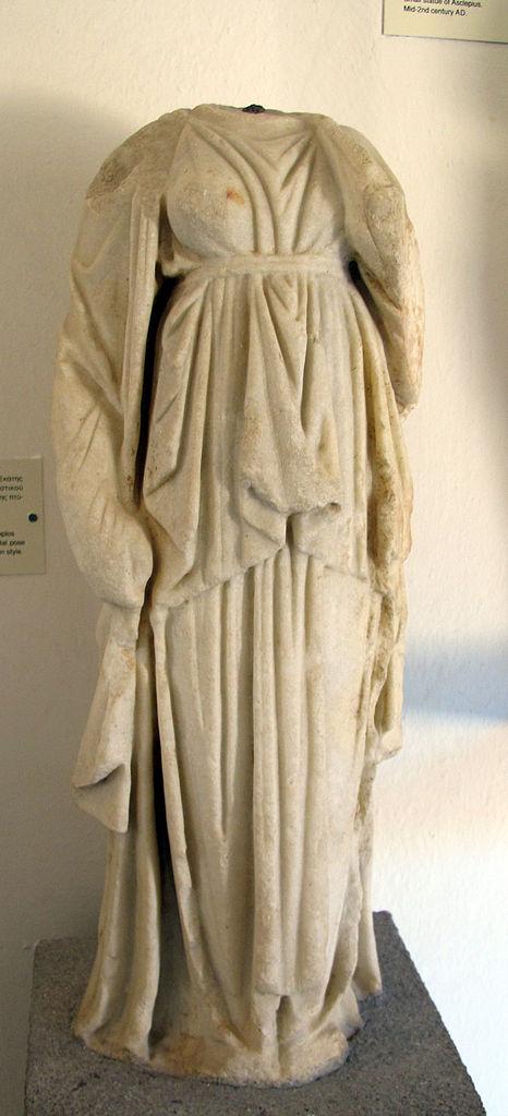 ecate statua  File:Statua acefala di artemide-ecate, tardo ellenismo.JPG ...