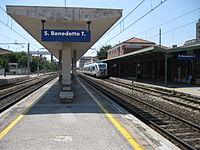 Stazione di San Benedetto del Tronto.jpg