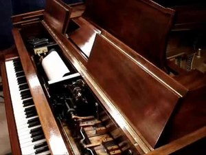 File:Steinway piano - Duo-Art.ogv