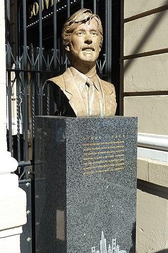 Beach Blanket Babylon - Bronze bust of Steve Silver at Club Fugazi, San Francisco